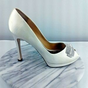 Badgley Mischka Womens Size 10 White Satin Pumps
